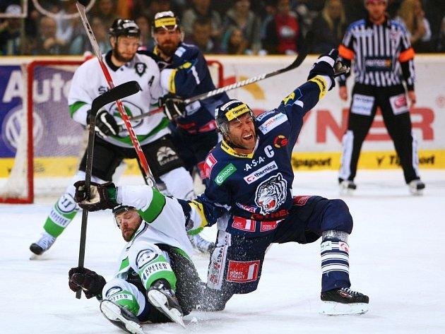 12. kolo baráže hokejové extraligy se hrálo v Liberci 19. dubna mezi domácím týmem Bílí Tygři a Mladou Boleslaví.
