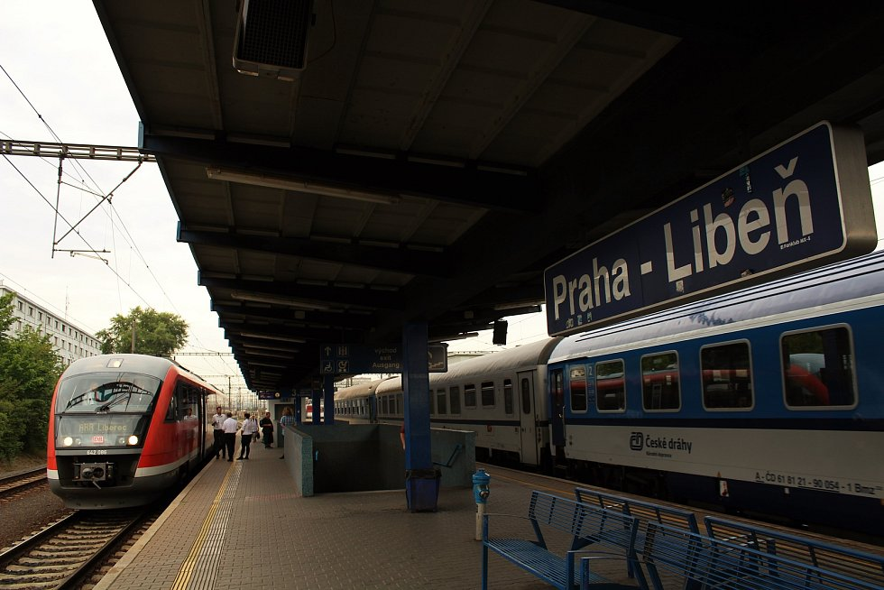Prezentační jízda železničního dopravce Arriva na tratích v Libereckém kraji. Na snímku vlak Siemens Desiro zachycen před odjezdem ze stanice Praha-Libeň.