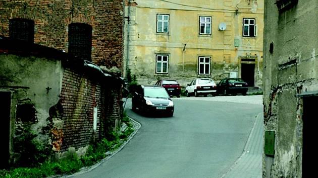 ZA ROHEM. Křižovatka ulice Družstevní.