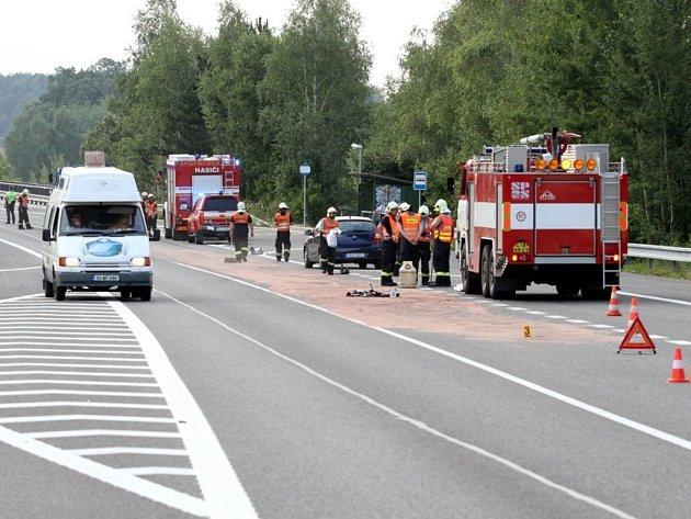 Řidiči nákladního vozu se roztrhla během jízdy převodovka.