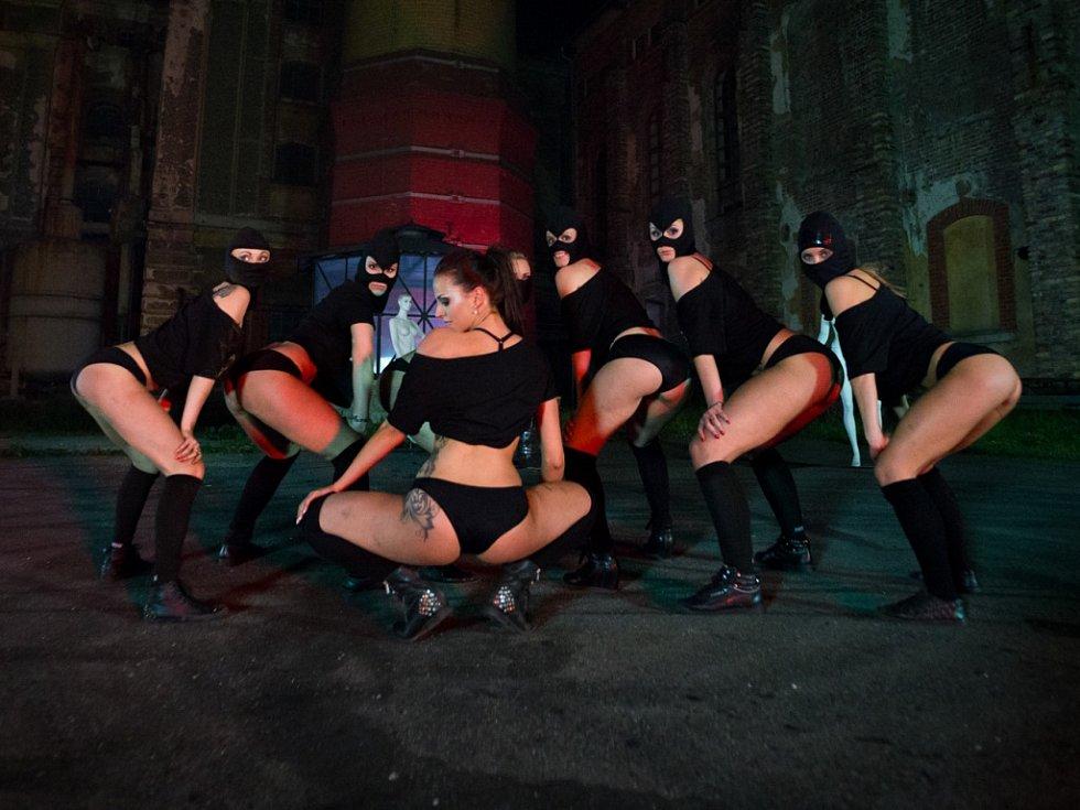 Nový videoklip Prdele v plamenech vznikal ve Vratislavicích nad Nisou.
