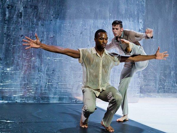MARTIN DVOŘÁK, choreograf a tanečník, který se před dvěma lety Liberečanům představil celovečerním baletem Ota Pavel Raška vDivadle F. X. Šaldy, se představí sprojektem BLATNÝ.