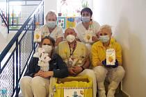 Předání přáníček a dárků proběhlo v Komplexním onkologickém centru Krajské nemocnice v Liberci.