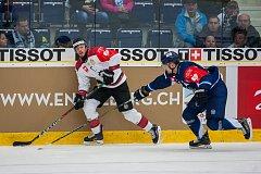 Utkání osmifinále hokejové Ligy mistrů se odehrálo 31. října v liberecké Home Credit areně. Utkaly se celky Bílí Tygři Liberec a Frölunda Indians. Na snímku zleva Sebastian Stalberg a Ladislav Šmíd.