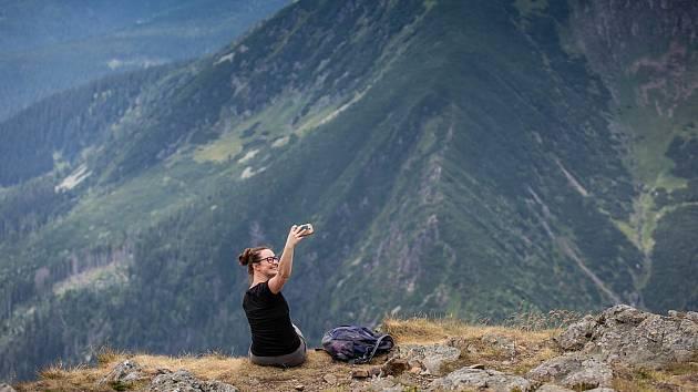 Vyhledávaným trendem je pořizování selfíček z atraktivních míst Krkonoš.