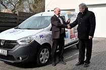 Domov důchodců Pohoda v Turnově dostal nové auto.