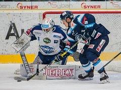 Utkání 23. kola Tipsport extraligy ledního hokeje se odehrálo 19. listopadu v liberecké Home Credit areně. Utkaly se celky Bílí Tygři Liberec a HC Kometa Brno. Na snímku zleva marek Čiliak a Jan Ordoš.