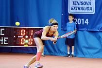 KATARZYNA PITEROVÁ, polská posila libereckého týmu, svedla včera vyrovnanou bitvu s českou fedcupovocou reprezentantkou Lucií Hradeckou.