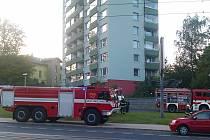Zapálil panelový dům v centru Liberce žhář?