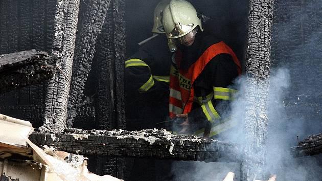 Požár domu si vyžádal jeden lidský život.