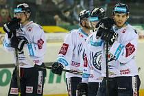 Pátý zápas čtvrtfinále play-off Tipsport extraligy ledního hokeje se odehrál 22. března 2017 v liberecké Home Credit areně. Utkaly se celky Bílí Tygři Liberec a HC Škoda Plzeň. Na snímku smutek hráčů Liberce.