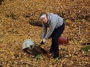 Dobrovolníci z Jizersko-ještědského horského spolku uklidili lesík a vykopali tůně v Ruprechticích.