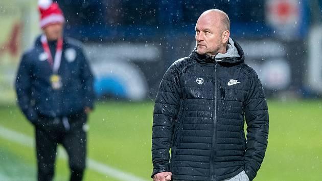 Trenér Slovanu Pavel Hoftych během duelu s Pardubicemi.