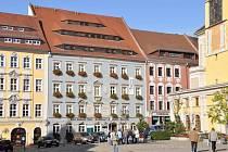Na centrálním náměstí jsou třikrát týdně trhy, v adventu trh Václavský.