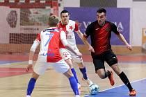 Futsalisté Liberce (v tmavém) podlehli Slavii 2:7.