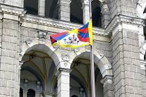TIBET MÁ NAŠI PODPORU. Symbolické vyvěšení vlajky proti čínskému bezpráví radnice odsouhlasila jako jeden muž.