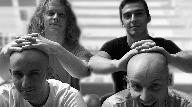 MLADÍ HUDEBNÍCI SÁZÍ NA TEXTY. Kapela Exil 51 hraje alternativní pop rock. Všichni čtyři členové zpívají a jejich písničky se vyznačují zajímavými texty a chytlavými melodiemi. Na liberecké scéně se pohybují od konce roku 2009.