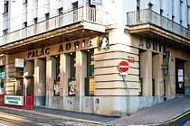 ADRIA. V paláci Adria od slavného libereckého architekta Maxe Kühna z rodu 1929 sídlilo nejmodernější meziválečné kino v Liberci. Jako první se tu hrály zvukové filmy.