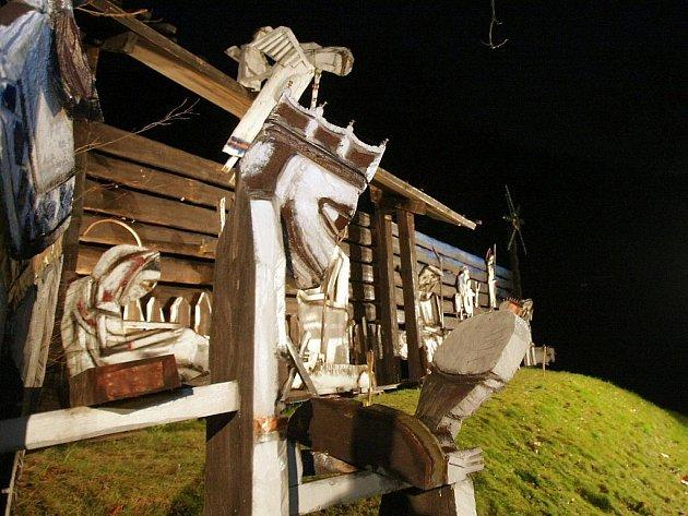 V sobotu před první adventní nedělí se poprvé rozsvítil Jírův Betlém v Kryštofově Údolí. Noční nasvícení přilákalo na pozdní večerní prohlídku i rodinu s malými dětmi.