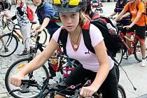 Liberecké cyklostezky mají podle školáků tu chybu, že na sebe nenavazují. Poté, co cyklista ujede pár desítek metrů, stezka končí a vyznavači jízdy na kole se musejí zařadit na silnici mezi auta.