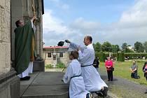 Farář v Raspenavě obnovil kříž.