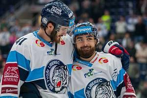 Utkání 20. kola Tipsport extraligy ledního hokeje se odehrálo 18. listopadu v liberecké Home Credit areně. Utkaly se celky Bílí Tygři Liberec a HC Energie Karlovy Vary. Na snímku zleva Tomáš Filippi a Marek Zachar.