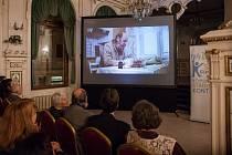 Premiérové promítání klipů, které mají ochránit seniory před praktikami takzvaných Šmejdů, proběhlo 19. prosince v kavárně Pošta v Liberci.