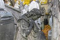 Staré hrobky v Zahradě vzpomínek se později rovněž dočkají rekonstrukce - sežene-li město dotace.