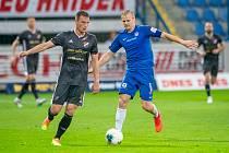 FC Slovan Liberec vs. FC Baník Ostrava. Vpravo je liberecký kapitán Jan Mikula.