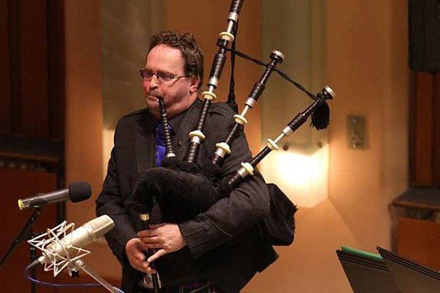 Kilty, dudy, skotští siláci a samozřejmě  iskotská whisky či národní lahůdka zvaná haggis. Ataké skotská, irská či keltská hudba. To všechno zažijí iletos účastníci tradičních skotských her na zámku Sychrov.