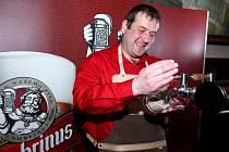 Petr Hlavatý z nekuřácké restaurace U Cvičáku v Liberci – Ruprechticích se stal absolutním vítězem v pivní soutěži Mistr výčepní 2016.
