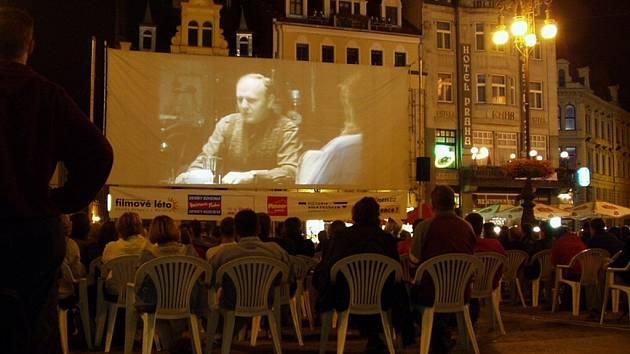 FILMOVÉ LÉTO. V minulém roce se promítalo také před libereckou radnicí. Letos bude kinematograf pouze v Hrádku nad Nisou.