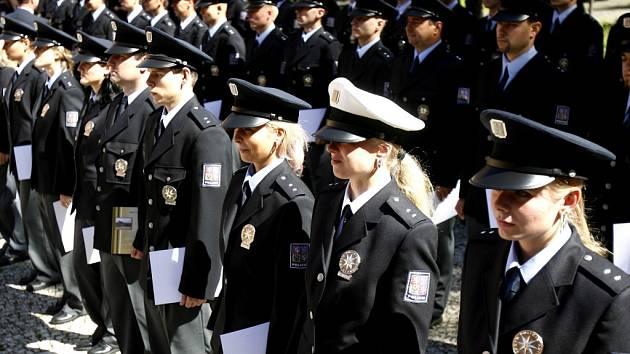 NOVÁČCI. V Libereckém kraji doufjí, že brzy složí slavnostní přísahu další noví policisté.