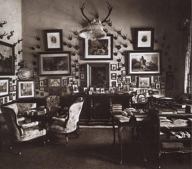 Výstava vSeveročeském muzeu ukazuje, jak žila šlechta vČechách ve 20.století