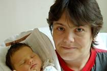 Mamince Lence Kněbortové z Liberce se dne 13. dubna v liberecké porodnici narodila dcera Nikola. Měřila 51 cm a vážila 3,42 kg.