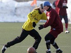 Frýdlant (v červeném) se zúčastnil zimního turnaje v Jablonci