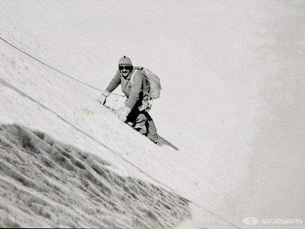 Rakoncaj je jeden znejúspěšnějších českých horolezců, trenér horolezectví, autor knih ohorolezectví a podnikatel voblasti speciálního oblečení a vybavení pro trekking a horolezecké výpravy.