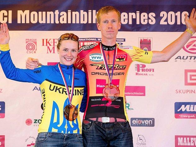 VÍTĚZOVÉ hlavních kategorií Peter Hermann a Krystyna Konvisarovová.