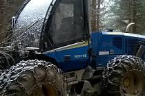 Znehodnocený lesní stroj.