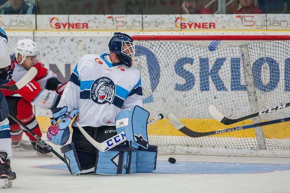 Přátelské utkání mezi týmy Bílí Tygři Liberec a Metallurg Novokuzněck se odehrálo 2. srpna v liberecké Home Credit areně. Na snímku je brankář Marek Schwarz.