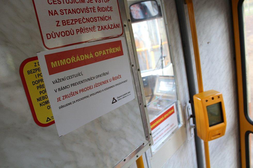 Dopravní podnik zakázal prodej jízdenek u řidičů MHD. Důvodem je snížení rizika nákazy novým typem koronaviru.