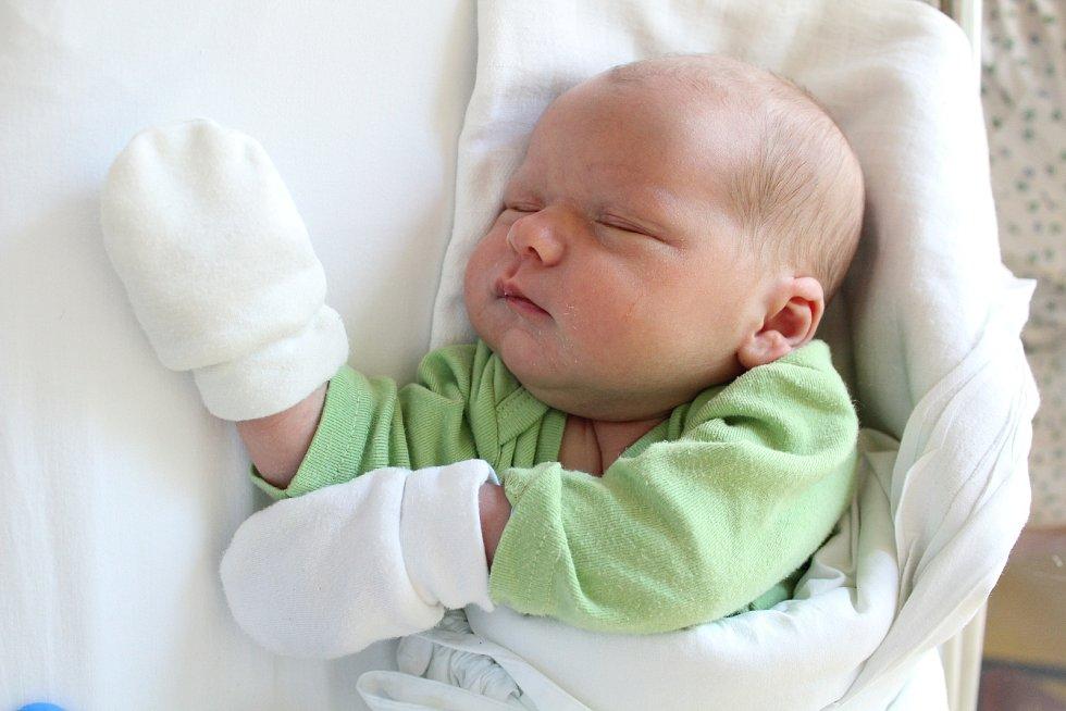 Tomáš Nečas. Narodil se 7. září v liberecké porodnici mamince Květoslavě Jonášové z Liberce. Vážil 3,9 kg a měřil 51 cm.