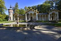 Vodárenská věž v areálu zámku Sychrov.