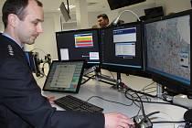 V novém operačním středisku v Liberci najdou operační důstojníci všechno, co si dlouhá léta přáli. Kromě moderní techniky tam mají i zázemí. Na snímku nové středisko s moderními technologiemi nabitými počítači, které nabízejí i řadu novinek.