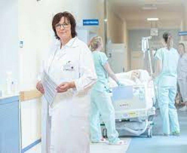 Marie Fryaufová působí vKrajské nemocnici vLiberci jako ředitelka ošetřovatelské péče. Laicky řečeno vykonává funkci hlavní sestry.