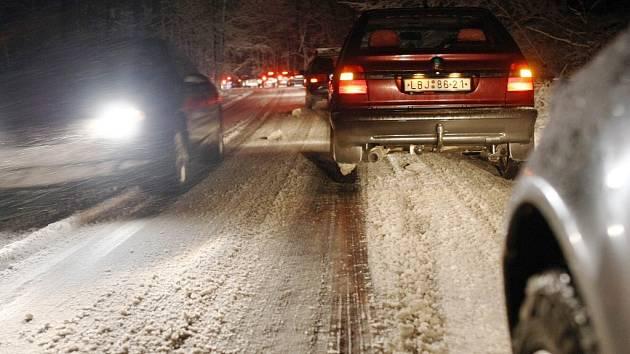 91e50d157 AKTUÁLNĚ: Silné sněžení a vítr komplikuje dopravu - Českolipský deník