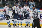 Extraliga ledního hokeje mezi HC Bílí Tygři Liberec a HC Oceláři Třinec.
