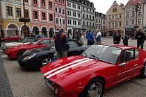 VYSTAVENÁ auta Porsche vzbudila mezi Liberečany veliký zájem. Luxusní vozy zhlédlo během víkendu několik stovek lidí.