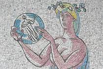 Liberečané po letech v muzeu znovu spatří skleněnou mozaiku Josefa Kaplického, českého sklářského výtvarníka, grafika, malíře a pedagoga, který za svého života učil sklářskému umění na Vysoké škole uměleckoprůmyslové v Praze.