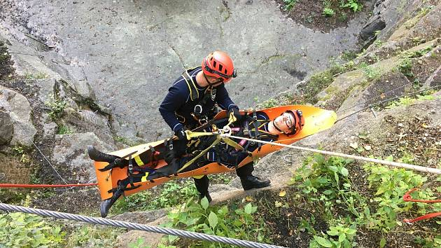 Hasiči absolvovali kurz pro uchazeče o specializaci hasič-lezec.